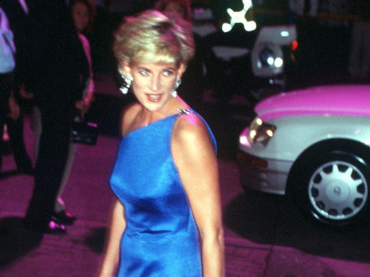 PRINCESS DIANA, THE PRINCESS OF WALES ARRIVING AT THE VICTOR CHANG CARDIAC RESEARCH INSTITUTE DINNER DANCE IN SYDNEY, AUSTRALIA.