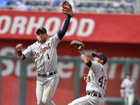 Detroit Tigers shortstop Jose Iglesias catches a chopper