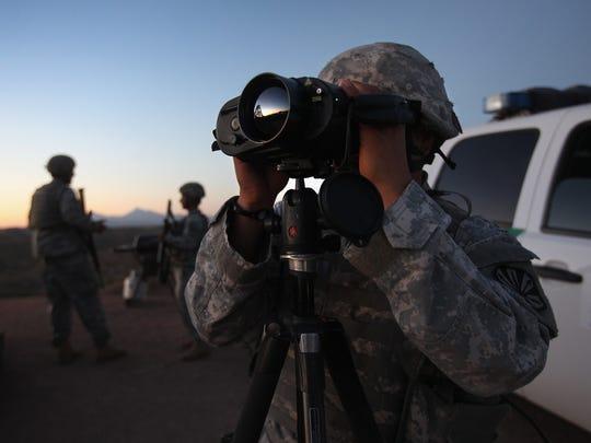 Trump propone militarizar la frontera con México, mientras se construye el muro.