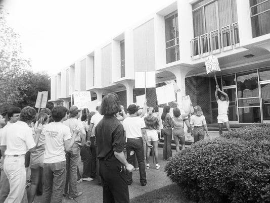 Title: picketing at Rapides School Board