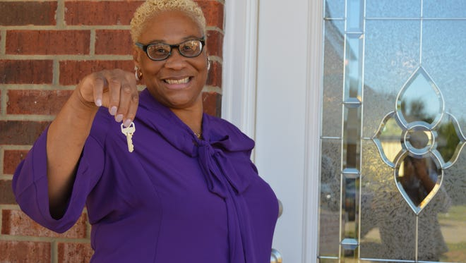 Zena Washington holds the keys to her new home.