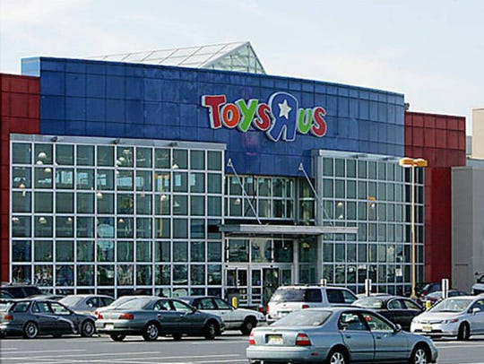 "Toys ""R"" Us reached an agreement to refinance debt"