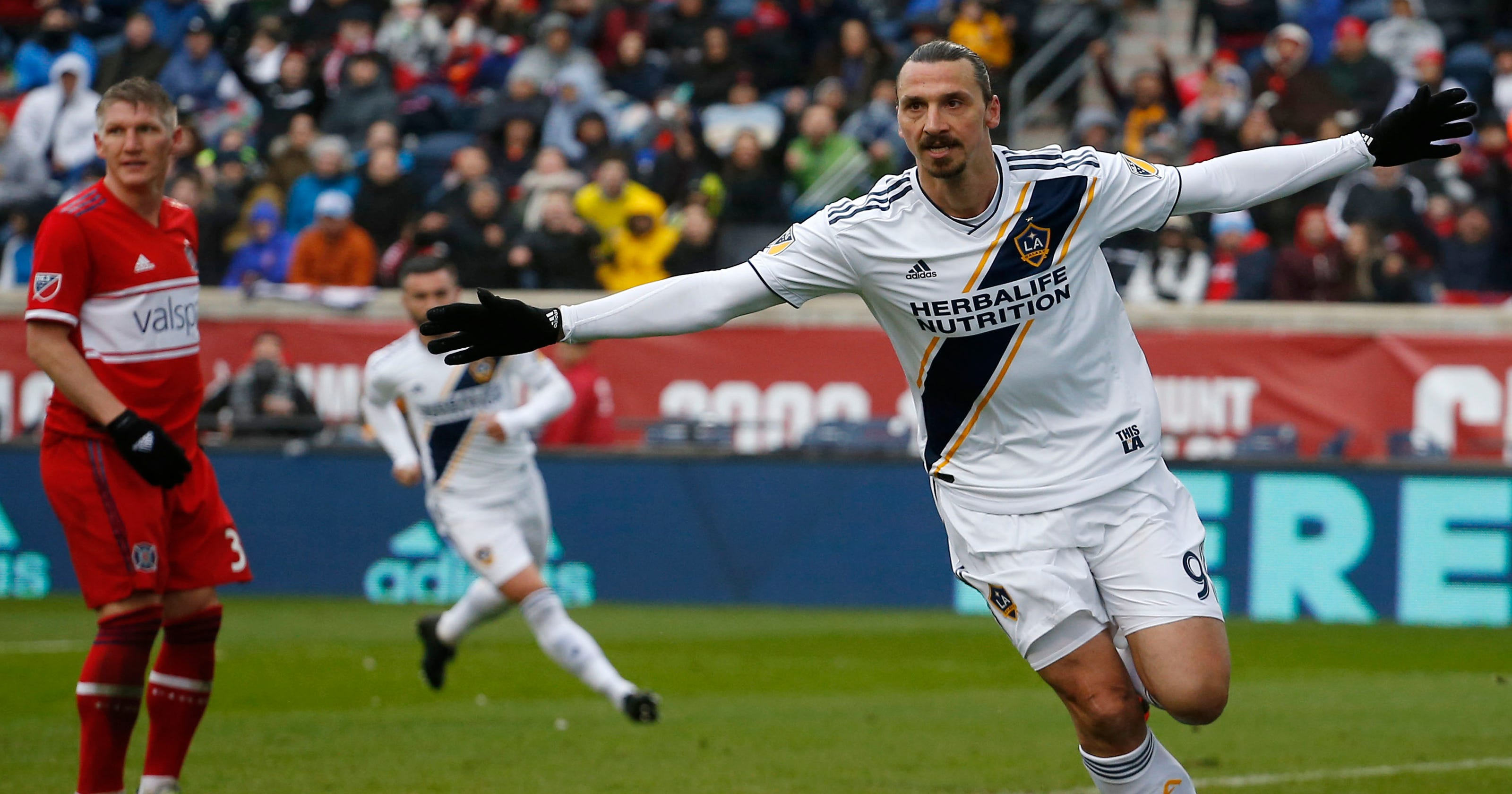 Zlatan Ibrahimovic scores in LA Galaxy win over Chicago Fire 089e06160