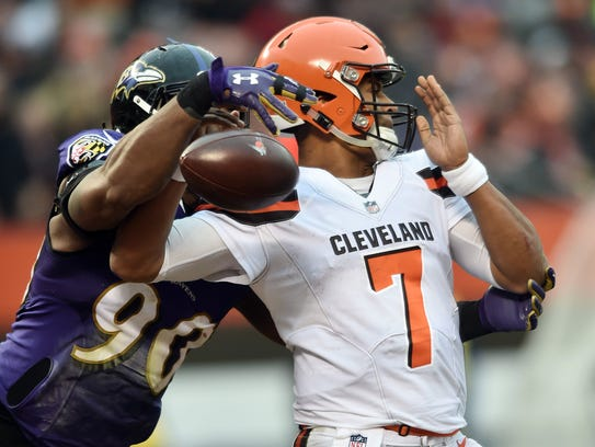 Santa Spence's gift to Cleveland Browns rookie quarterback