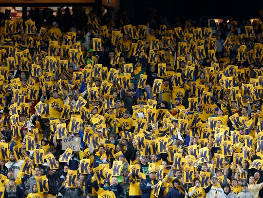 Thousands of fans turn out during Felix Hernandez's