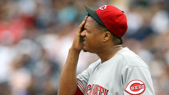 Reds pitcher Alfredo Simon reacts during the third inning of Saturday's loss at Yankee Stadium.