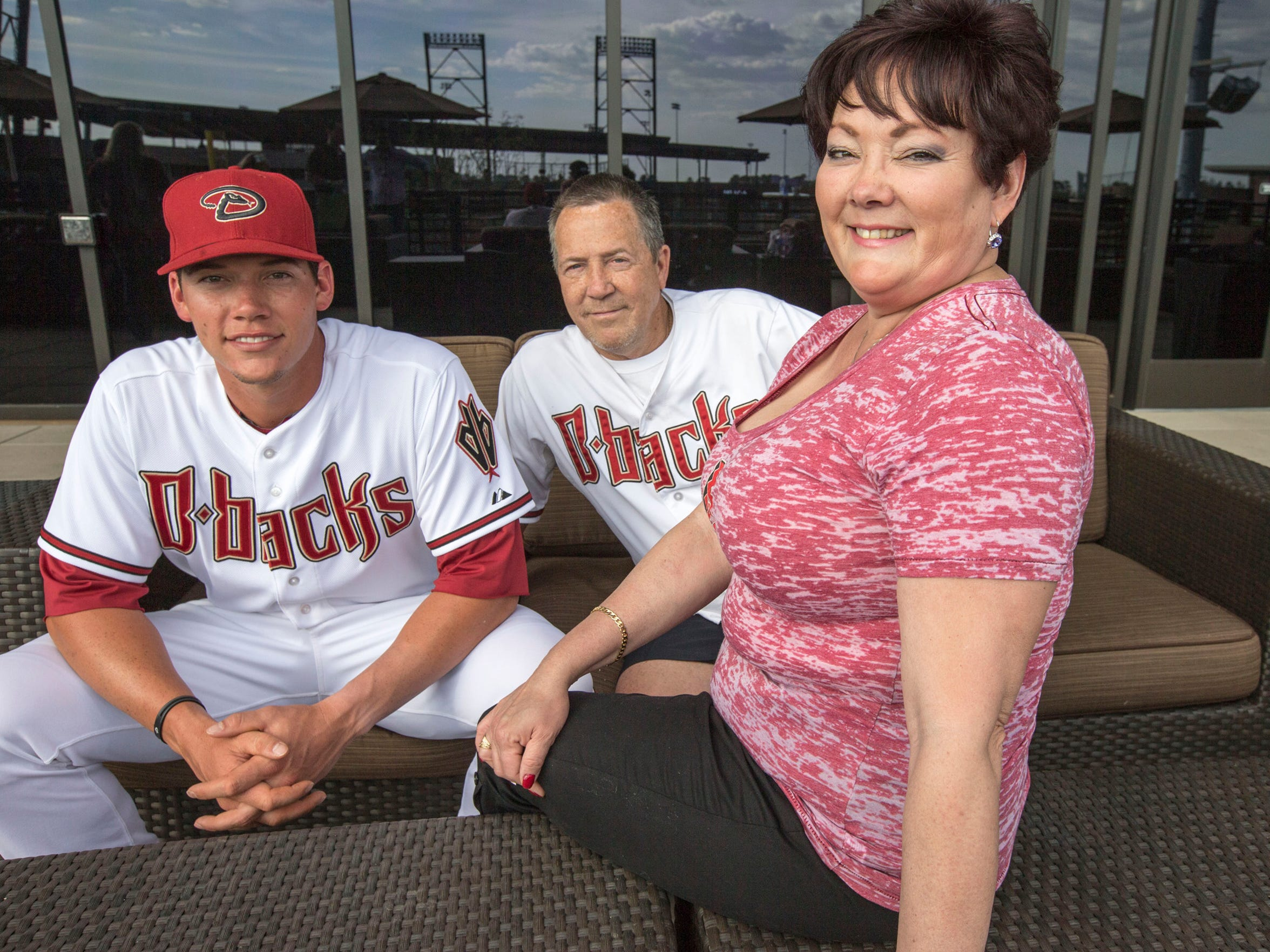 (From left) Diamondbacks catcher Peter O'Brien, father