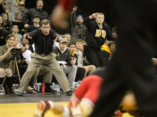 635908099184037792-IOW-1210-Iowa-wr-vs-Rutgers-11.jpg