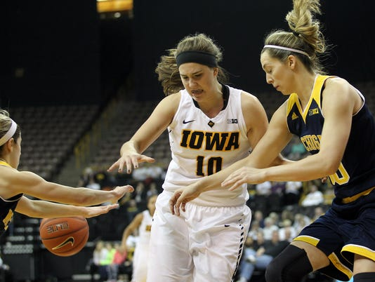 635913194317394682-IOW-0128-Iowa-wbb-vs-Michigan-08.jpg