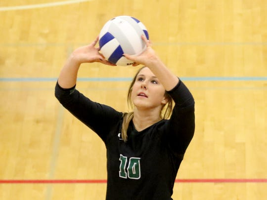 West Salem's Mattie Kelly (10) sets the ball in the