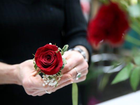 636478466608456499-Flowers-SnoBall-01.JPG