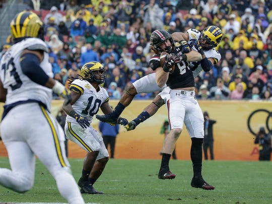 Michigan Wolverines defensive back Tyree Kinnel tackles