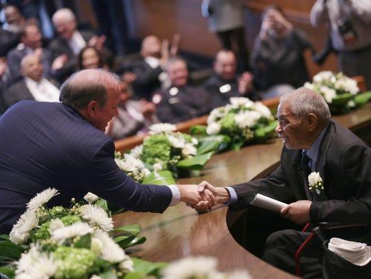 Detroit Mayor Mike Duggan shake hands with Judge Damon