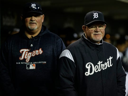 Detroit Tigers manager Ron Gardenhire, right, talks