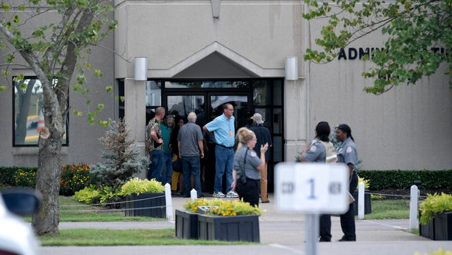 People are dropped off two hours before the execution of Billy Ray Irick at Riverbend Maximum Security Institution in Nashville on Thursday, August 9, 2018.