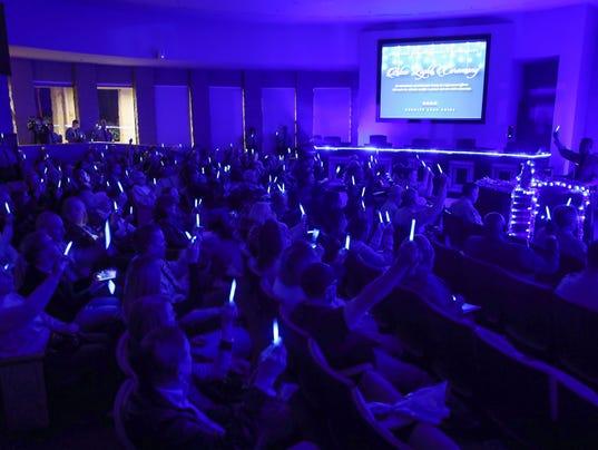 636480263212522795-blue-light-ceremony-6.jpg