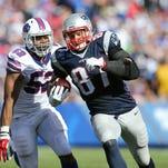 Patriots Rob Gronkowski scores on a Tom Brady pass.