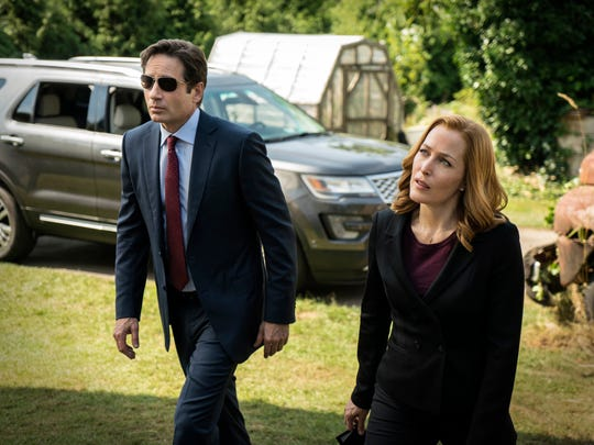 """This photo provided by FOX shows, David Duchovny, left, as Fox Mulder and Gillian Anderson as Dana Scully in the """"Founder's Mutation"""" season premiere, part two, episode of """"The X-Files,"""" airing Monday, Jan. 25, 2016, 8:00-9:00 PM ET/PT on FOX. (Ed Araquel/FOX via AP) ORG XMIT: CAET885"""