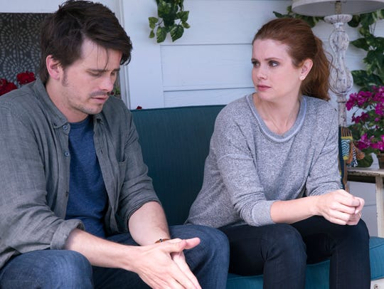 Jason Ritter as Kevin and Joanna Garcia Swisher as