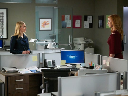 Amanda Schull as Katrina Bennett and Sarah Rafferty