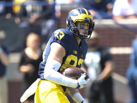 Michigan tight end Zach Gentry catches a pass in the spring game Saturday, April 15, 2017 at Michigan Stadium in Ann Arbor.
