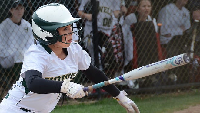 Howell's Sydney Pezzoni belted a walk-off single to give the Highlanders a 5-4 win over Walled Lake Northern on Friday.