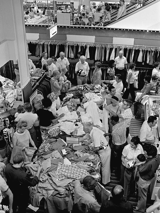 16_Knapps_Shoppers-MOB2-Aug_31_1977.jpg