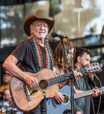 6ffea611 Willie Nelson to perform 2019 Knoxville show