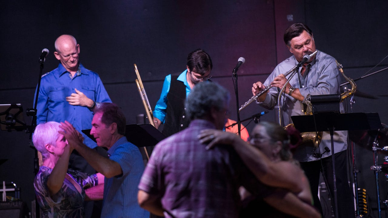 A new Naples-based Chicago tribute band, Back to Chicago, plans to bring the legendary group's music to Southwest Florida and beyond.