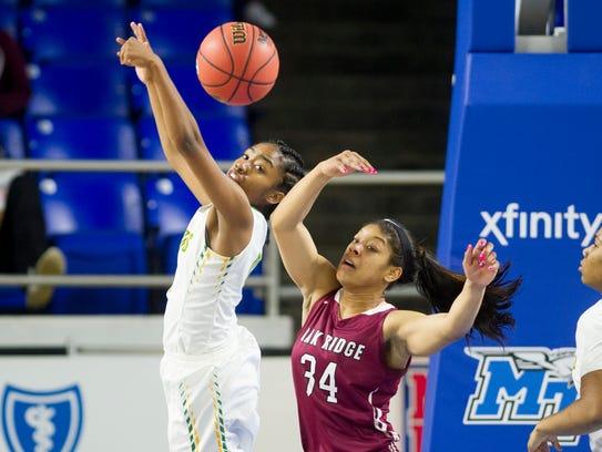 Memphis' Bionka Massie (0) and Oak Ridge's Mykia Dowdell