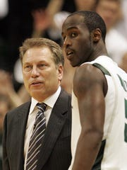 MSU's Tom Izzo and Travis Walton talk during a break