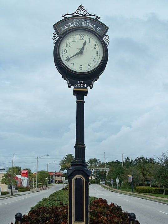 0927-HV-5-Hendry-clock-plaque-pole-Wikimedia-Commons.jpg