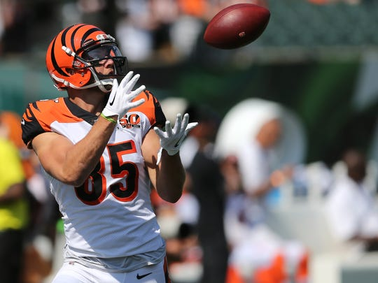 Cincinnati Bengals tight end Tyler Eifert (85) catches
