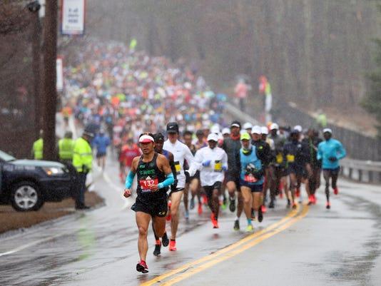 2018-4-16-running-boston-crowd