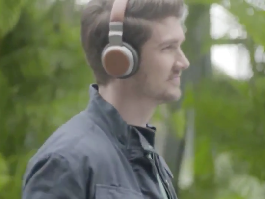 Aivvy headphones have no wires, and built-in music