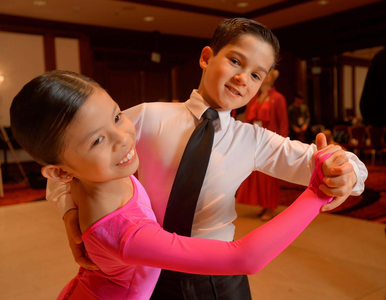 dancing amateur gives head