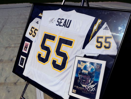 2013-08-29-junior-seau