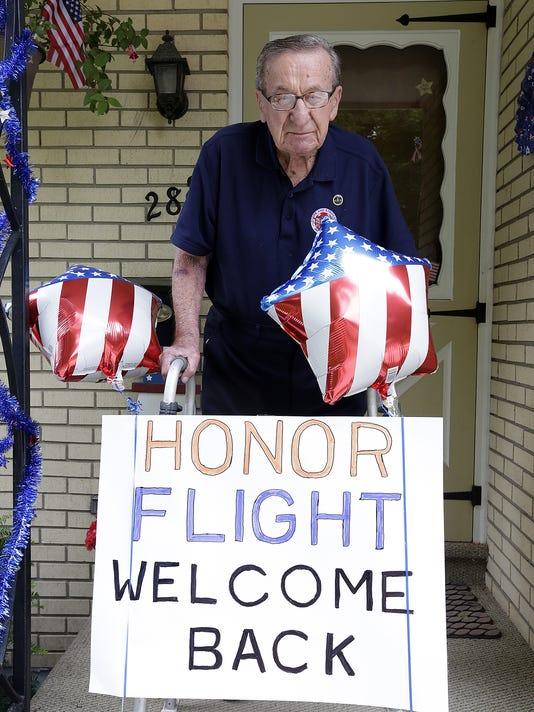 636040891884457598-FON-061316-honor-flight-1.jpg