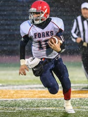 Quarterback Kris Borelli tucks and runs in semifinal against Cheektowaga.