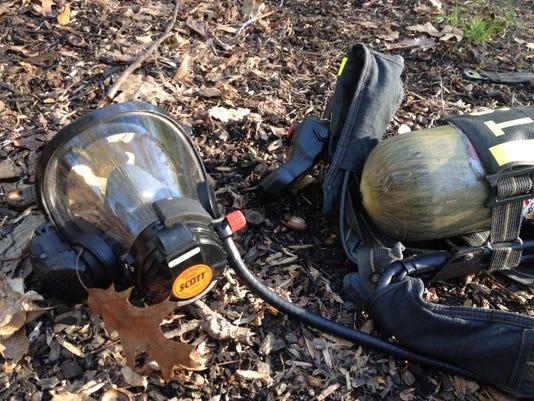 -fire mask scott pack.jpg_20140507.jpg
