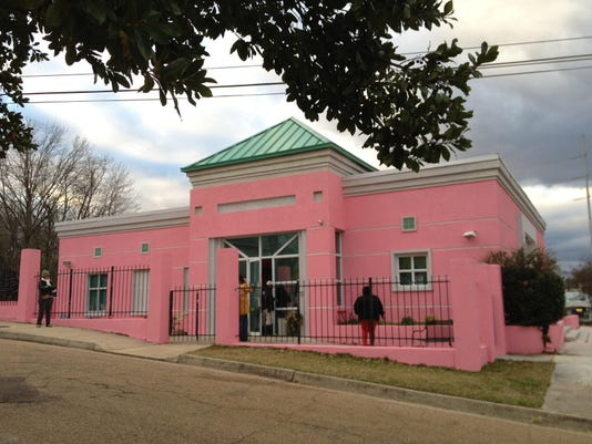 -Pink Abortion Clinic.jpg_20130130.jpg