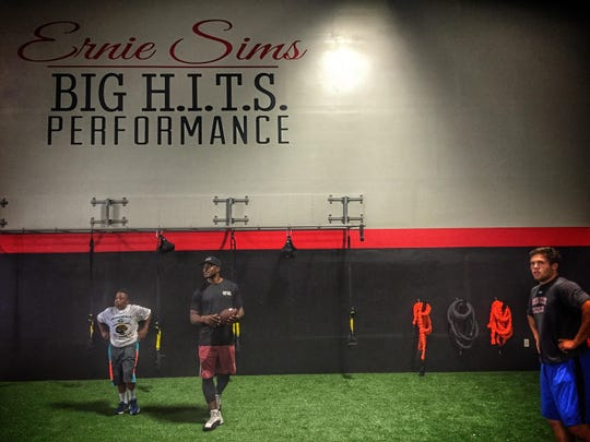 Former NFC and FSU star Ernie Sims works with former