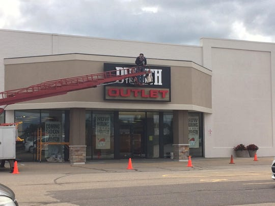 Duluth Trading Co. prepares to open its Oshkosh outlet