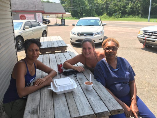 Helen welcomes Tara Page and Martha Mahoney, two school teachers from Brooklyn, New York, who were on a road trip in search of the country's best BBQ.
