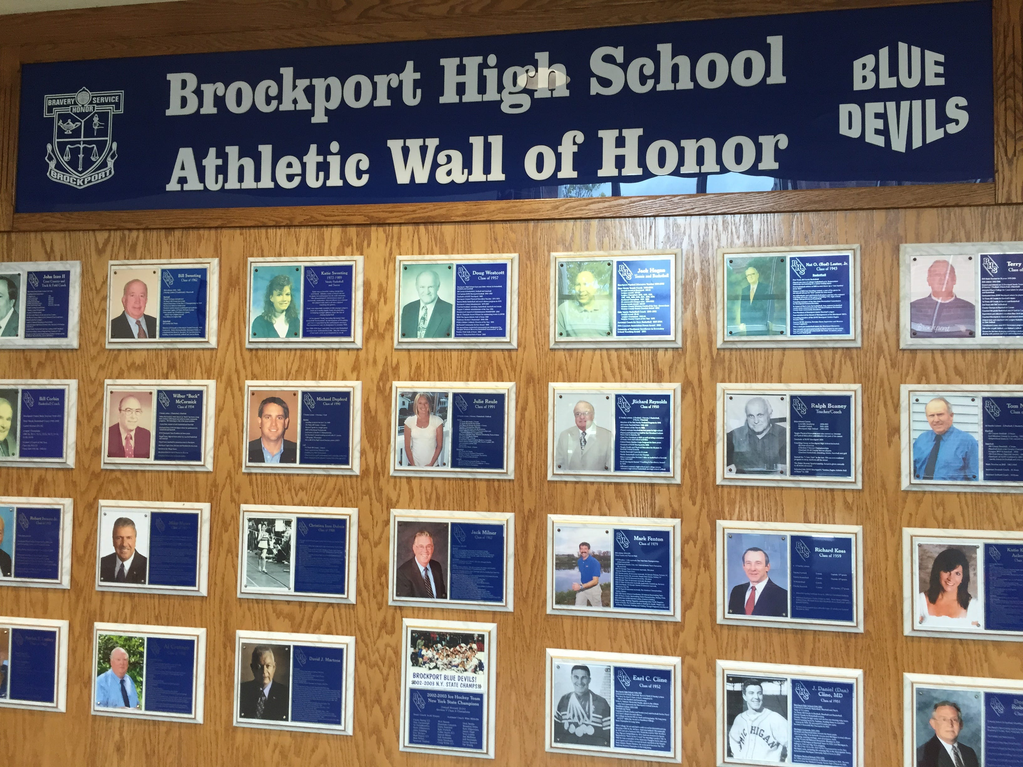 Wall School District : Five named to brockport central s athletic wall of honor