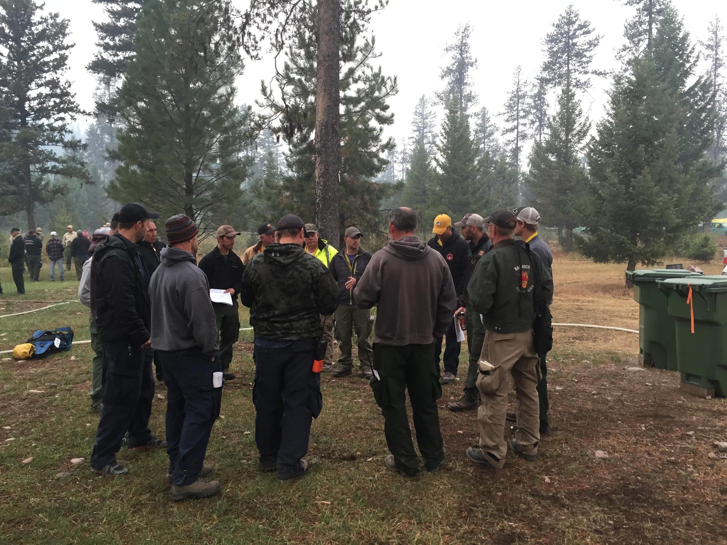 -bear creek fire firefighters.jpg_20150902.jpg