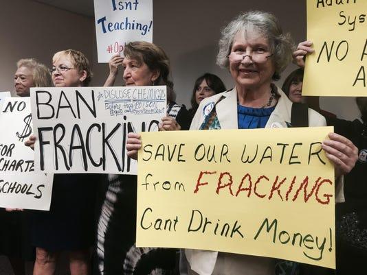 IMG_Fracking_protest_1_1_7NAKJHJO.jpg_20150428.jpg