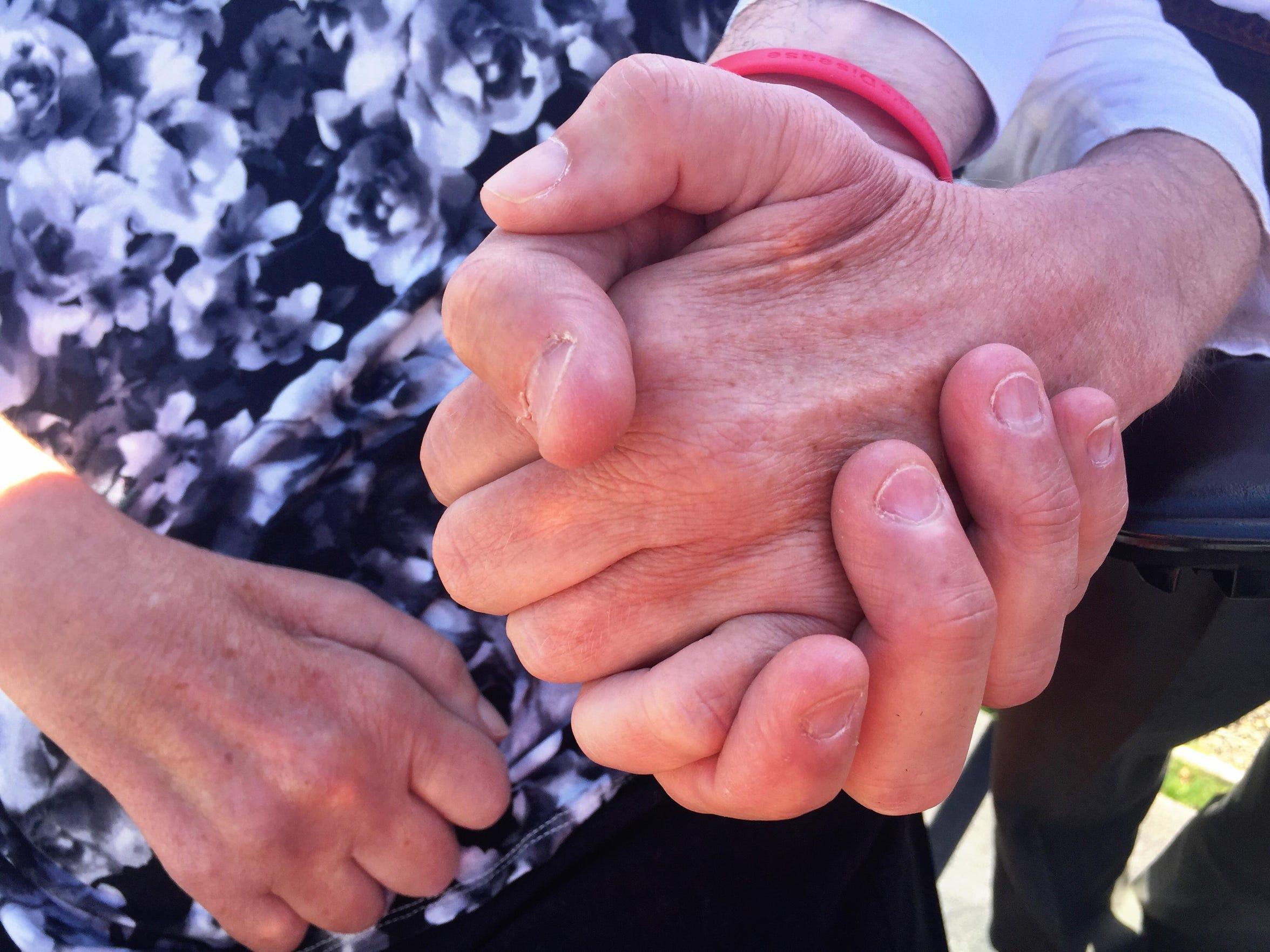Hands FAL 0417 ALS