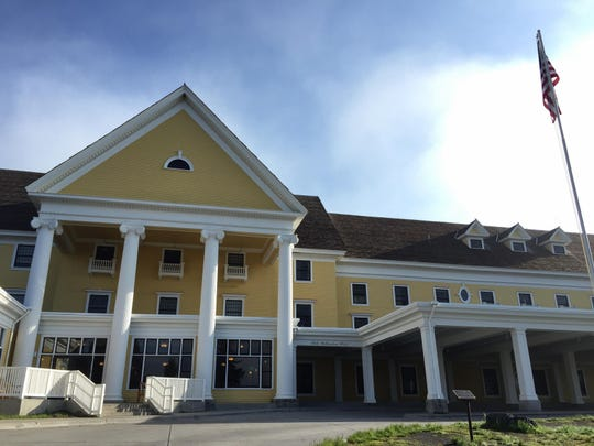 Modern ext FAL 0522 Lake Hotel YNP