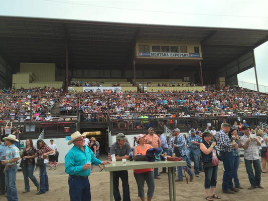 -bull riding crowd.jpg_20170604.jpg